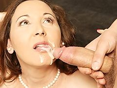 This horny mature mama loves to get naughty